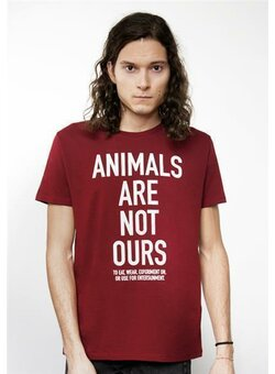 94682a57bef3 Animals are not ours to... T-Shirt gerade burgundy